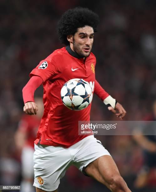 FUSSBALL CHAMPIONS Manchester United FC FC Bayern Muenchen Marouane Fellaini am Ball