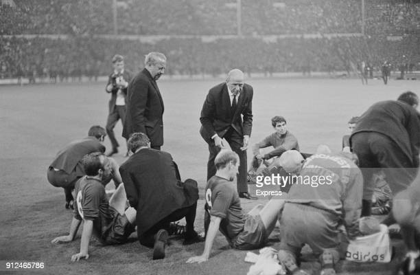 Manchester United FC manager Matt Busby instructing team before extra time at the European Cup Final at Wembley against SL Benfica London UK 29th May...