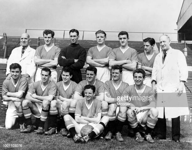 Manchester United FC Team Back left to right Bill Inglis Geoff Bent Ray Wood Mark Jones Bill Foulkes Dennis Viollet Tom Curry Middle left to right...