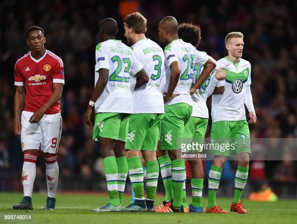 FUSSBALL Manchester United FC VfL Wolfsburg Freistossmauer VfL Wolfsburg Andre Schuerrle Dante Naldo Nicklas Bendtner und Josuha Guilavogui...