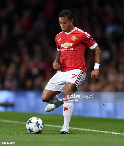 FUSSBALL Manchester United FC VfL Wolfsburg Memphis Depay am Ball