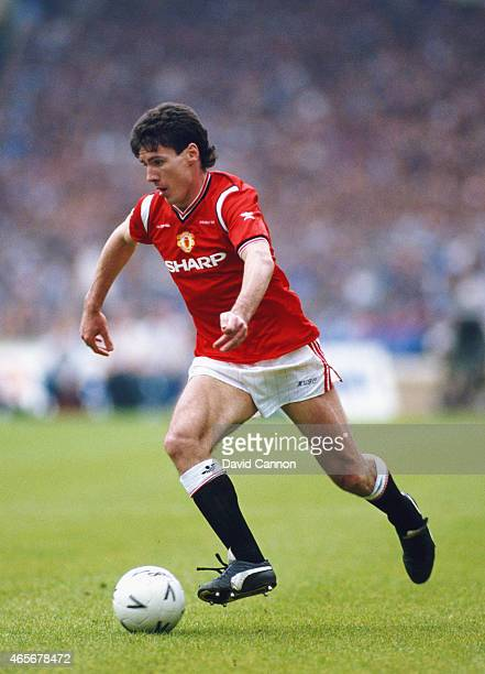 Manchester United forward Frank Stapleton in action during the 1985 FA Cup Final against Everton at Wembley Stadium on May 18 1985 in London England