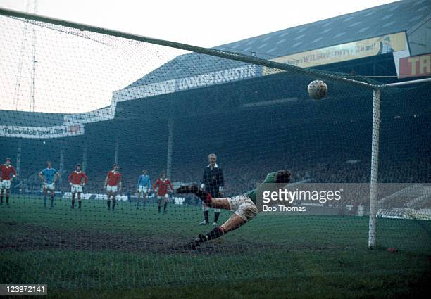 Manchester United goalkeeper Alex Stepney is beaten by a penalty kick scored by Francis Lee for Manchester City watched by referee Ray Tinkler during...