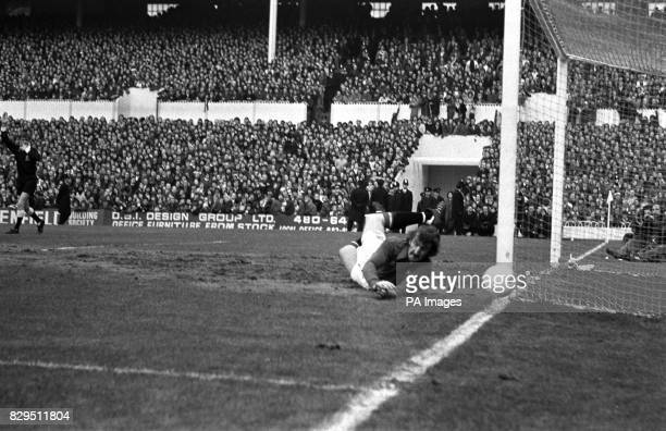 Manchester United goalkeeper Alex Stepney pushes the ball around the post