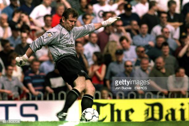 Manchester United goalkeeper Andy Goram takes a goal kick