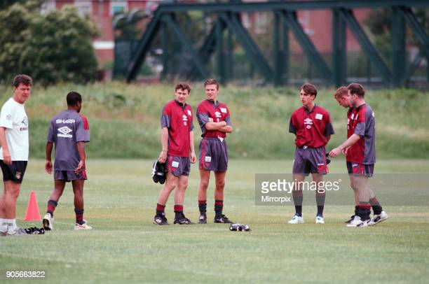 Manchester United in their first day of training Assistant manager Brian Kidd with players left to right Paul Parker Andrei Kanchelskis David Beckham...
