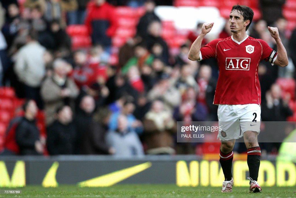 Manchester United captain Gary Neville c : News Photo