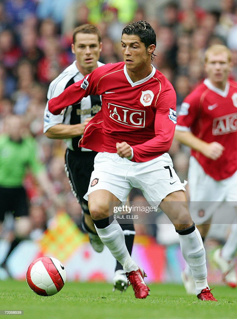 Manchester United's Cristiano Ronaldo (C : News Photo