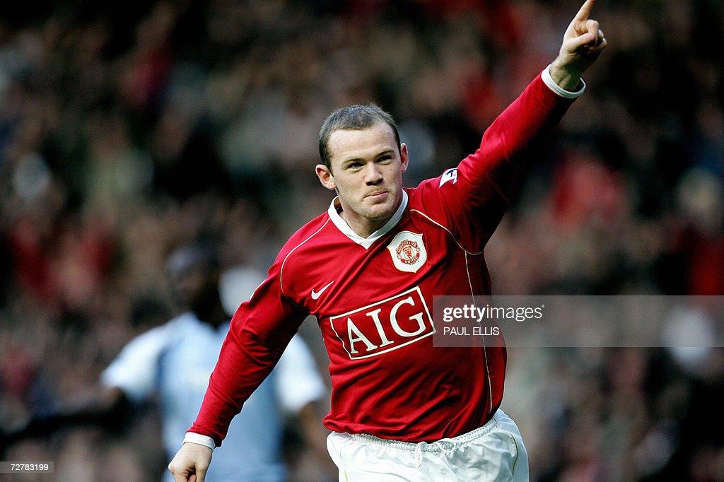 Manchester United's Wayne Rooney scores : News Photo