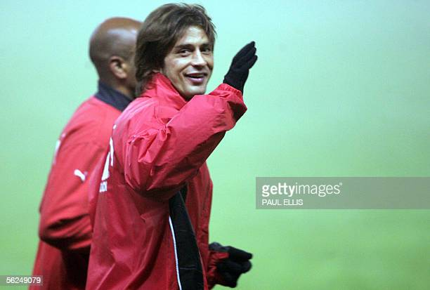 Villarreal's Alessio Tacchinardi smiles during a training session 21 November 2005 at Old Trafford in Manchester on the eve of an UEFA Champions...