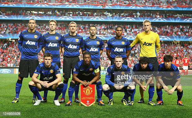 Manchester United line up for a photograph before the UEFA Champions League Group C match between SL Benfica and Manchester United at the Estadio da...