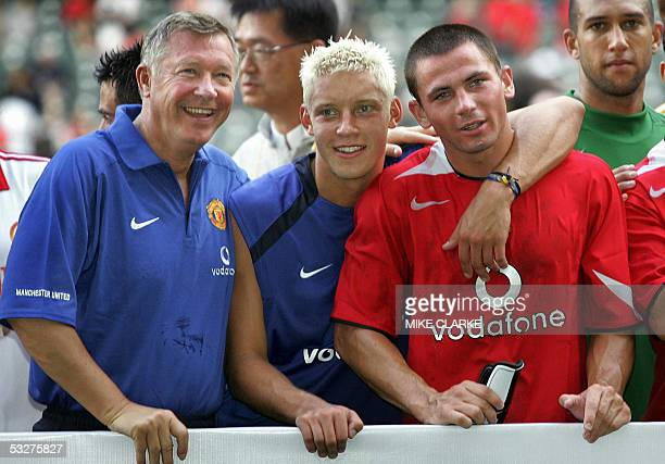 Manchester United Manager Alex Ferguson and players Alan Smith and David Jones pose after their victory at the Hong Kong Stadium, 23 July 2005....
