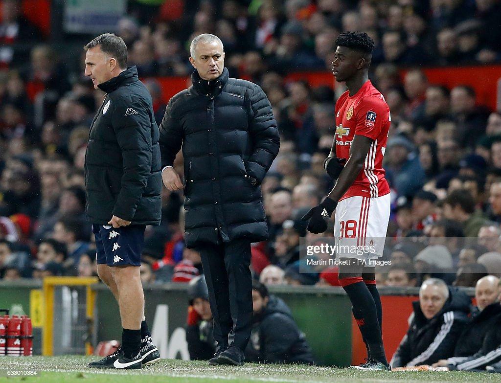 Manchester United v Wigan Athletic - Emirates FA Cup - Fourth Round - Old Trafford : Foto jornalística