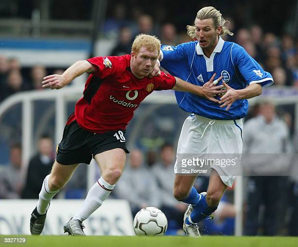 Manchester United player Paul Scholes beats Robbie Savage to the ball during the FA Barclaycard Premiership match between Birmingham City and...