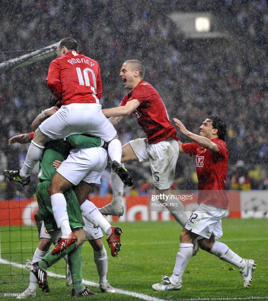 Manchester United players celebrate after Dutch goalkeeper Edwin van der Sar saved a penalty by Chelsea's French forward Nicolas Anelka to win the final of the UEFA Champions League football match at the Luzhniki stadium in Moscow on May 21, 2008. The match remained at a 1-1 draw and Manchester won on penalties after extra time. AFP PHOTO / Franck Fife