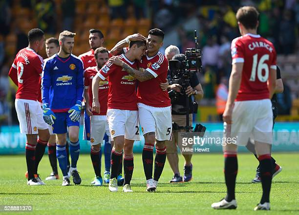 Manchester United players celebrate their 10 win in the Barclays Premier League match between Norwich City and Manchester United at Carrow Road on...