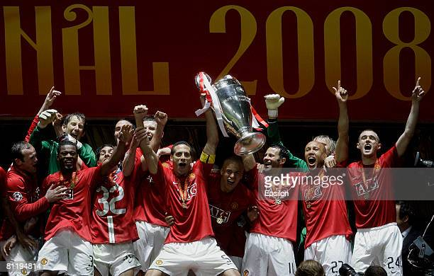 Manchester United players celebrate their victory with the trophy in the UEFA Champions League Final match between Chelsea and Manchester United at...