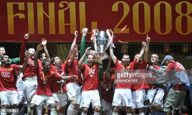 Manchester United players celebrate with the trophy after beating Chelsea in the final of the UEFA Champions League football match at the Luzhniki...