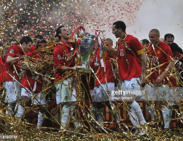 Manchester United players celebrate with the trophy following their team''s victory during the UEFA Champions League Final match between Manchester...
