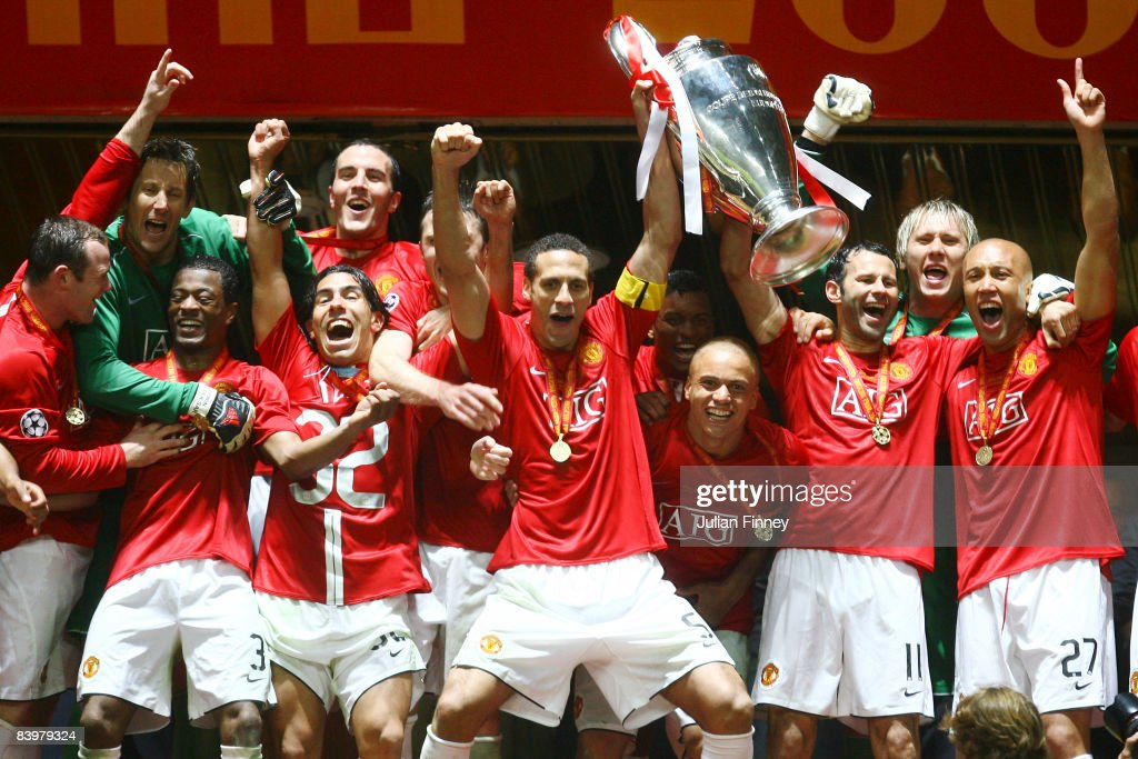 manchester united players celebrate with the trophy following their team s victory during the uefa champions league