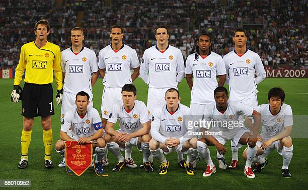 Manchester United players pose for their team photo before the UEFA Champions League Final match between Barcelona and Manchester United at the...