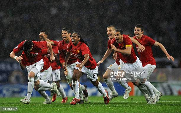 Manchester United players rush to celebrate their victory as Nicolas Anelka of Chelsea misses his penalty attemptduring the UEFA Champions League...