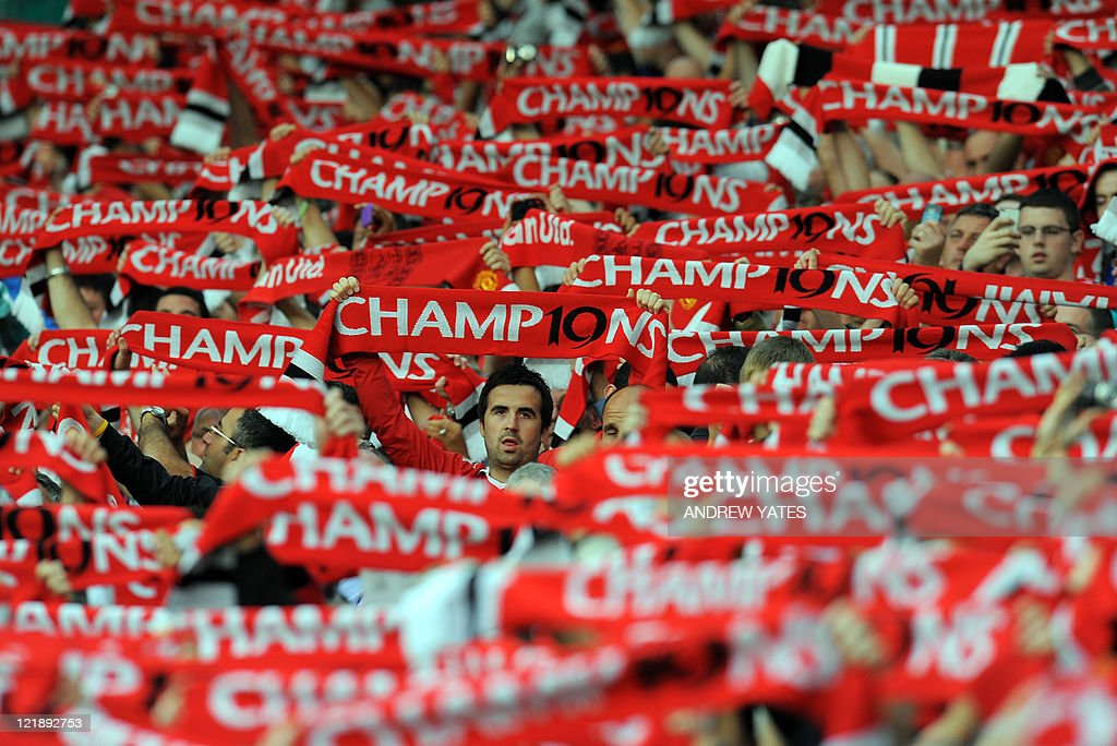 Manchester United supporters hold scarve : News Photo