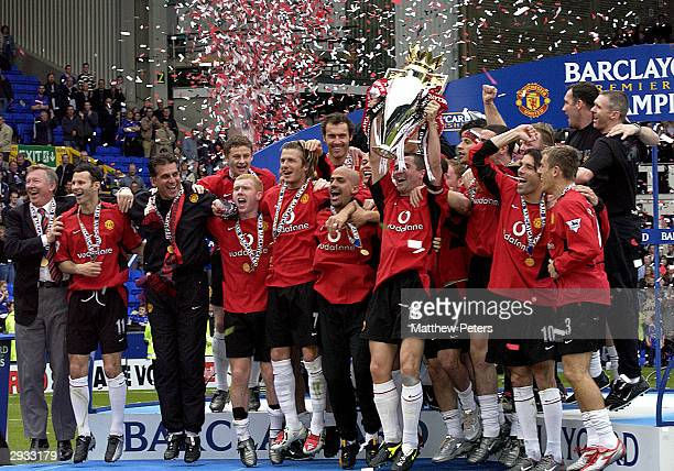 Manchester United team celebrate by lifting the Premiership trophy after the FA Barclaycard Premiership match between Everton v Manchester United at...