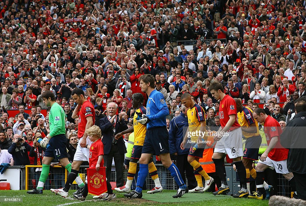Manchester United walk on to the pitch before the Barclays Premier League match between Manchester United and Arsenal at Old Trafford on May 16, 2009 in Manchester, England.
