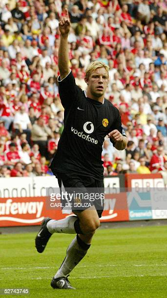 Manchester United's Alan Smith celebrates scoring his goal against Charlton during their premiership match at home to Charlton 01 May 2005 AFP PHOTO/...
