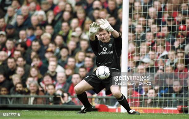 Manchester United's Andy Goram makes a point blank save on his debut but Coventry City's John Hartson follows up to give them the lead