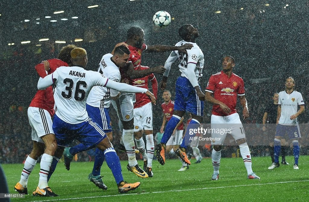 TOPSHOT - Manchester United's Belgian striker Romelu Lukaku (C) heads the ball to scores his team's second goal during the UEFA Champions League Group A football match between Manchester United and Basel at Old Trafford in Manchester, north west England on September 12, 2017. / AFP PHOTO / Oli SCARFF