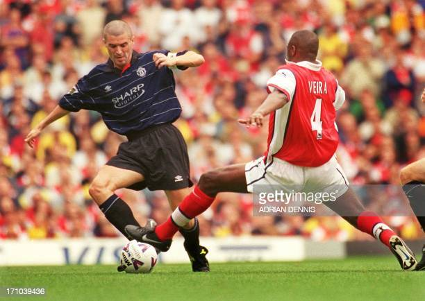Manchester United's captain Roy Keane contests the ball against Arsenal's Patrick Vieira 22 August 1999 during their Premiership clash at Highbury in...