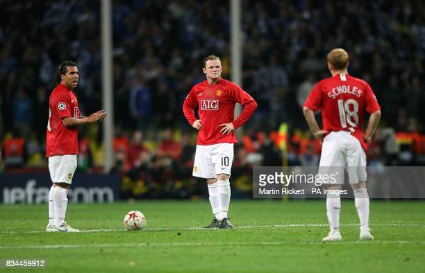 Manchester United's Carlos Tevez Wayne Rooney and Paul Scholes stand dejected after Chelsea score