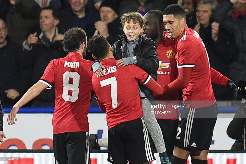 FBL-ENG-FACUP-HUDDERSFIELD-MAN UTD : News Photo