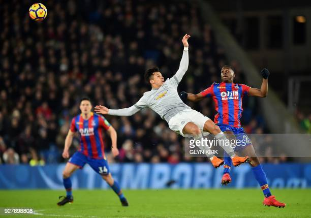 Manchester United's Chilean striker Alexis Sanchez vies in the air with Crystal Palace's English midfielder Aaron WanBissaka during the English...