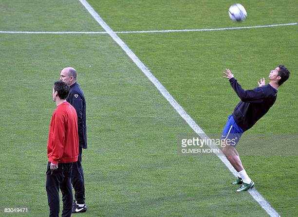 Manchester United's Cristiano Ronaldo controls the ball as he takes part to a training session on september 29 2008 in Aalborg Stadion on the eve of...
