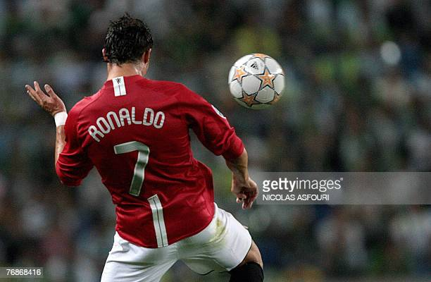 Manchester United's Cristiano Ronaldo heads the ball during their Champions League football match Groupe F against Sporting at the Alvalade stadium...
