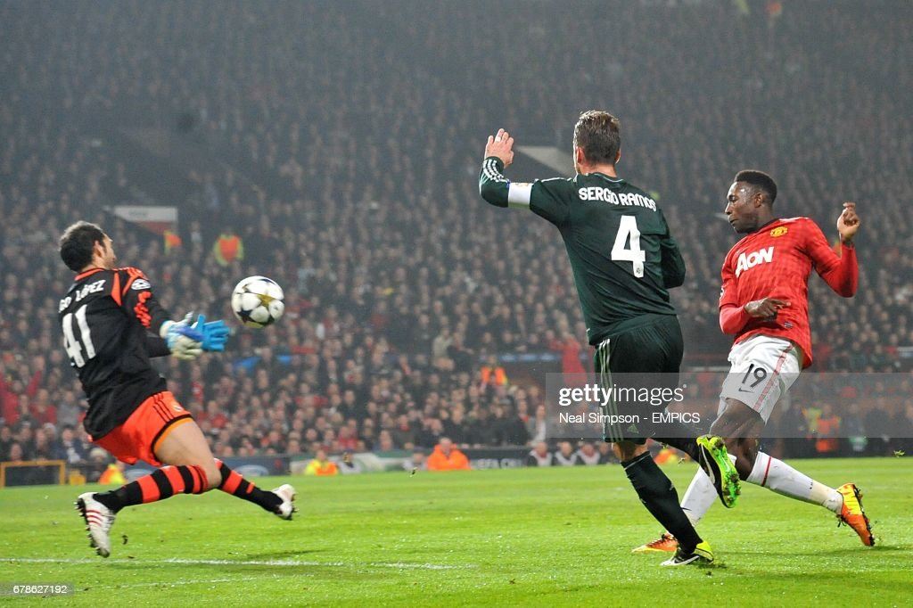 Soccer - UEFA Champions League - Round of 16 - Second Leg - Manchester United v Real Madrid - Old Trafford : News Photo