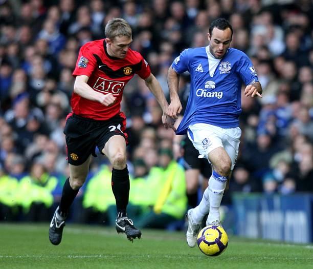 9f947701f47 Manchester United s Darren Fletcher (left) challenges Everton s Landon  Donovan (right) for the