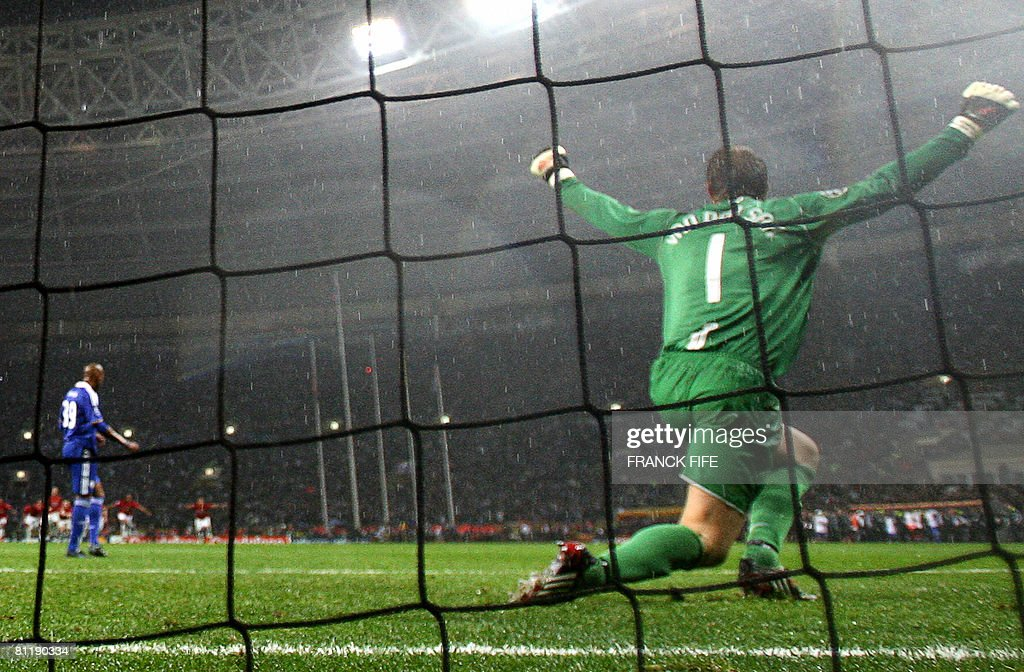 Manchester United's Dutch goalkeeper Edw : News Photo