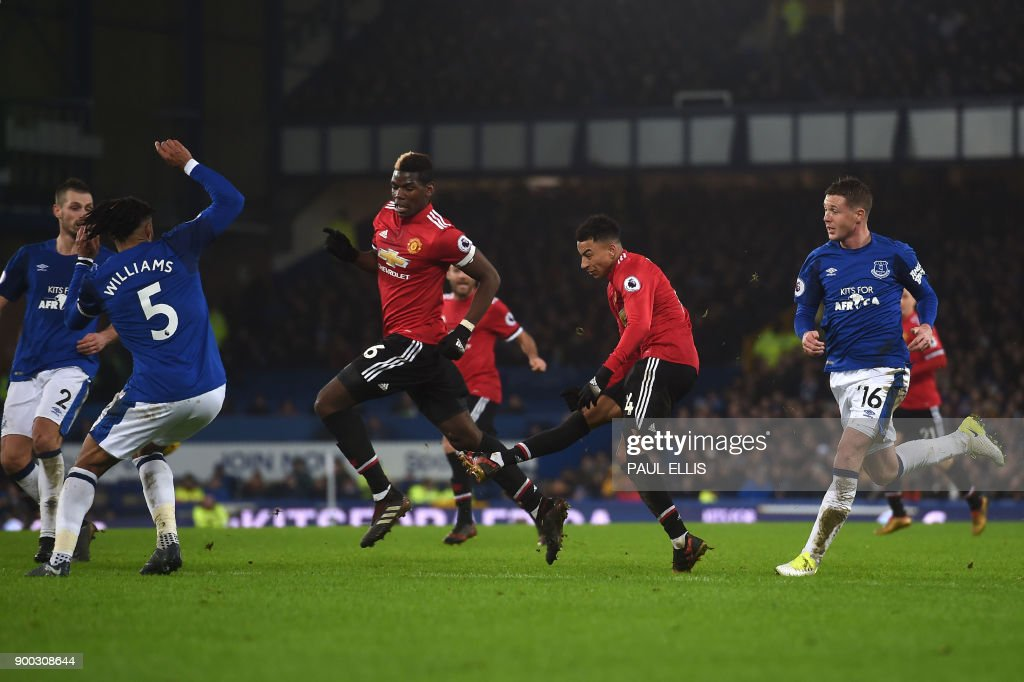 Manchester United's English midfielder Jesse Lingard (2R) scores the team's second goal during the English Premier League football match between Everton and Manchester United at Goodison Park in Liverpool, north west England on January 1, 2018. / AFP PHOTO / PAUL ELLIS / RESTRICTED TO EDITORIAL USE. No use with unauthorized audio, video, data, fixture lists, club/league logos or 'live' services. Online in-match use limited to 75 images, no video emulation. No use in betting, games or single club/league/player publications. /