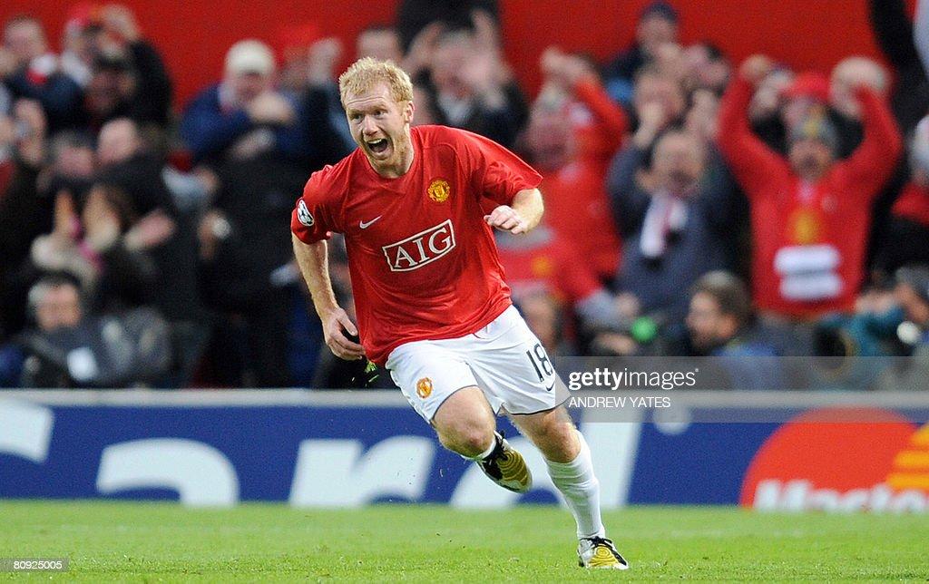 Manchester United's English midfielder P : News Photo