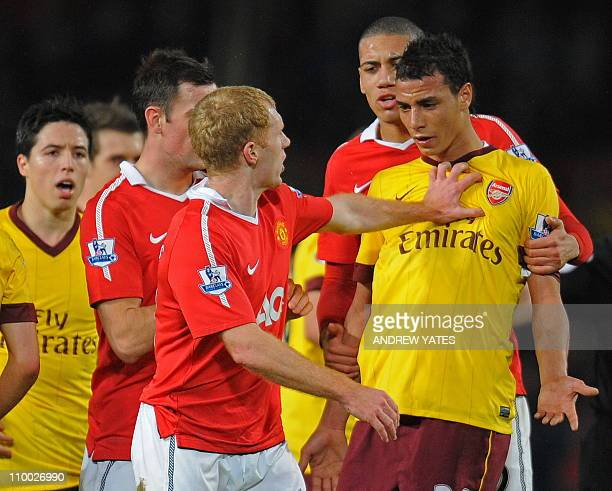 Manchester United's English midfielder Paul Scholes pushes Arsenal's FrenchMoroccan striker Marouane Chamakh during the FA Cup quarterfinal football...