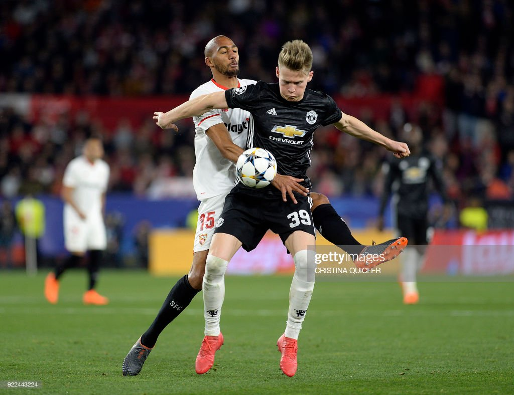 Manchester United's English midfielder Scott McTominay (R) vies for the ball with Sevilla's French midfielder Steven N'Zonzi (L) during the UEFA Champions League round of 16 first leg football match Sevilla FC against Manchester United at the Ramon Sanchez Pizjuan stadium in Sevilla on February 21, 2018. / AFP PHOTO / Cristina Quicler