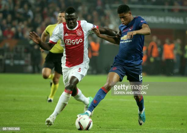 Manchester United's English striker Marcus Rashford and Ajax Colombian defender Davinson Sánchez vie for the ball during the UEFA Europa League final...