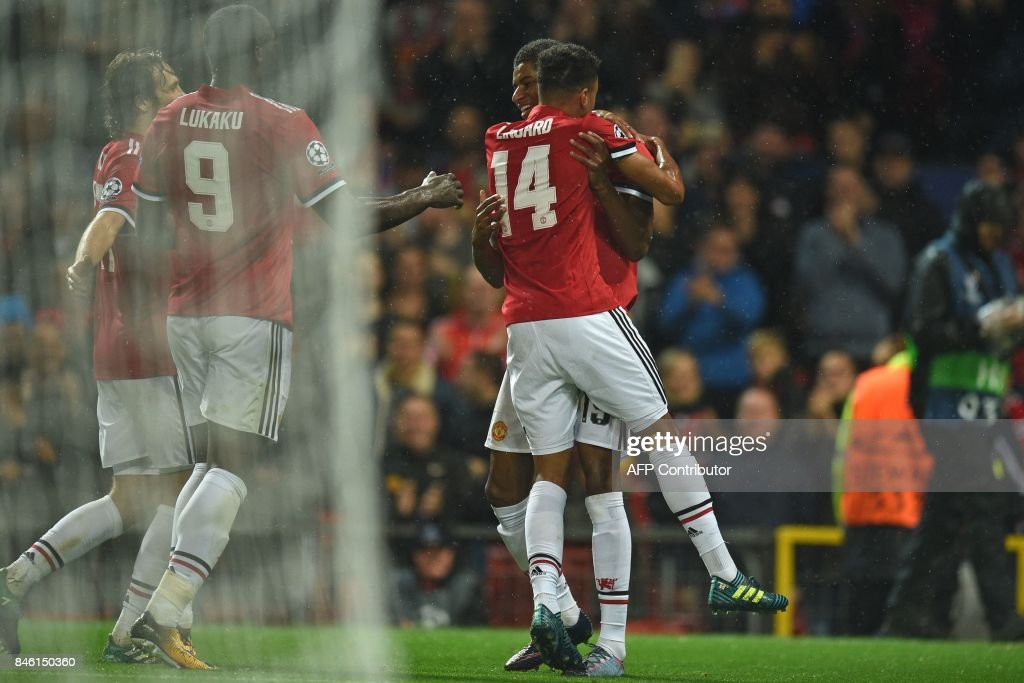 Manchester United's English striker Marcus Rashford (R) celebrates with Manchester United's English midfielder Jesse Lingard and teammates after scoring their third goal during the UEFA Champions League Group A football match between Manchester United and Basel at Old Trafford in Manchester, north west England on September 12, 2017. / AFP PHOTO / Oli SCARFF