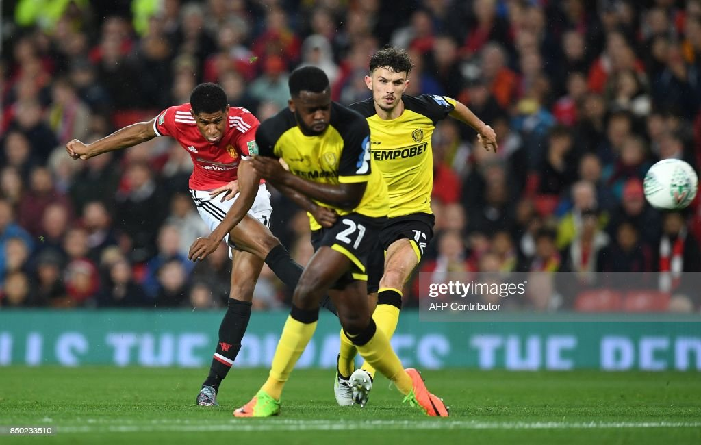 FBL-ENG-LCUP-MAN UTD-BURTON : News Photo