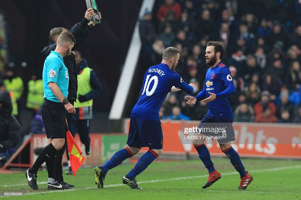 Manchester United's English striker Wayne Rooney (C) comes on to replace Manchester United's Spanish midfielder Juan Mata (R) during the English Premier League football match between Stoke City and Manchester United at the Bet365 Stadium in Stoke-on-Trent, central England on January 21, 2017. / AFP / Lindsey PARNABY / RESTRICTED TO EDITORIAL USE. No use with unauthorized audio, video, data, fixture lists, club/league logos or 'live' services. Online in-match use limited to 75 images, no video emulation. No use in betting, games or single club/league/player publications. /