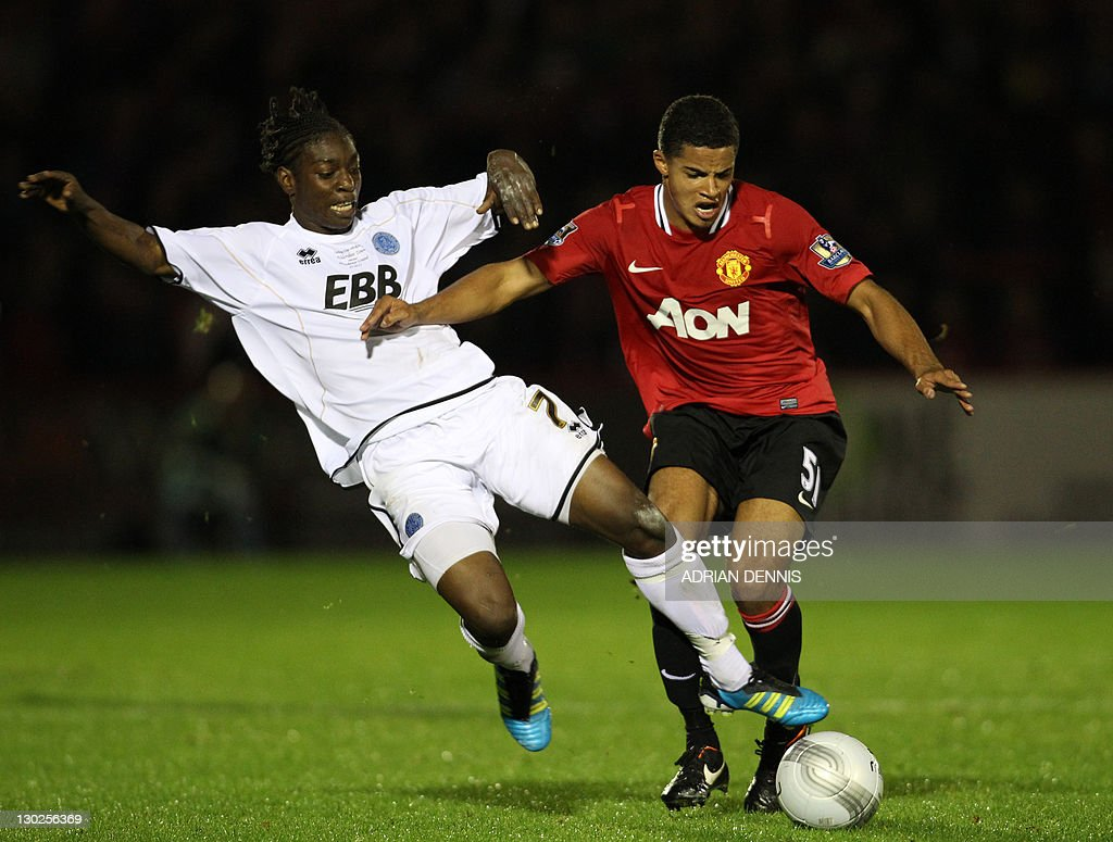 Manchester United's Ezekiel Fryers (R) c : News Photo